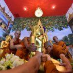 อัญเชิญประดิษฐานในอุโบสถ วัดจากแดง (หลวงพ่อหิน พระพุทธรูปเก่าแก่คู่ชุมชนวัดจากแดง)