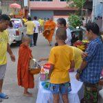 ชุมชน-วัดจากแดง-ทำบุญตักบาตร-วันเฉลิมพระชนมพรรษา-รัชกาลที่10